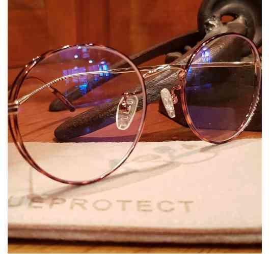 MY BLUE PROTECT® anti-blue light glasses, Retro brown tortoise pattern. - Goggles anti-blue light for screens (TVs, computers, smartphones, tablets ...) The blue light is omnipresent in our environment: naturally in the rays of the sun, it is found in the lighting of Leds of our cities and our homes, but especially in all digital screens. Our surface treatment filters blue light up to 40% and 100% UVA and UVB.