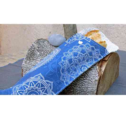 Sandwich bag - No more packaging in aluminum or paper with this pretty sandwich case!    Suitable for standard sandwich sizes.  With a waterproof lining, no risk that the sauce will stain the bag!    30X13 cm