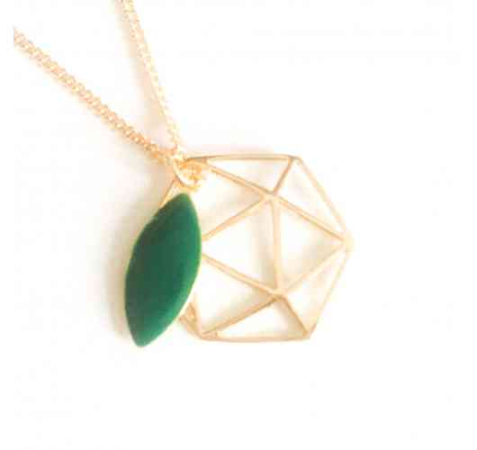 Necklace Icosahedron - Emerald - Necklace with geometrical central piece (Icosahedron) in 3 micron gold-plated punched 1.5 cm diameter with enamelled gold-plated leaf, mounted on a 3 micron gold-plated curb chain with two return rings. Total length: 45 cm.   This piece represents one of Plato's five solids. The icosahedron, symbol of water, is associated with the 2nd chakra, the sacred chakra, centre of emotions. Carrying this wave of form helps to dissolve the blockages of the past, it fluidifies the energies and reconnects us to the joy of the inner child.