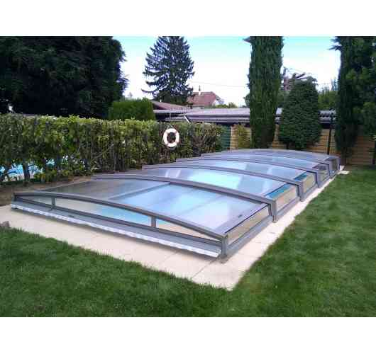 Telescopic pool enclosure Neo 30 - The Neo 30 low telescopic pool enclosure allows you to swim under the enclosure and remains discreet.