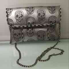 Anny's purse skull silver - Small fashion shoulder bag can be worn at any time of the day. The interior pocket is ideal for sliding your smartphone.