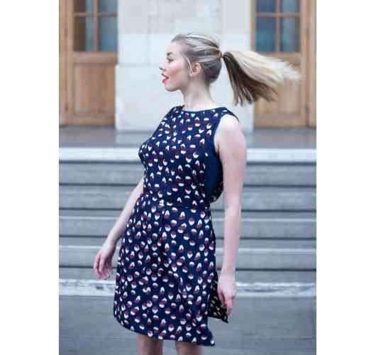 LA ROBE GAËLLE - The Gaëlle dress from Belotsi Paris is two dresses in one. The first dress is close to the body in plain fabric and the second overcoat dress is light, flowing, ample which gives it a perfect casual look worn with pumps or casually with sneakers.
