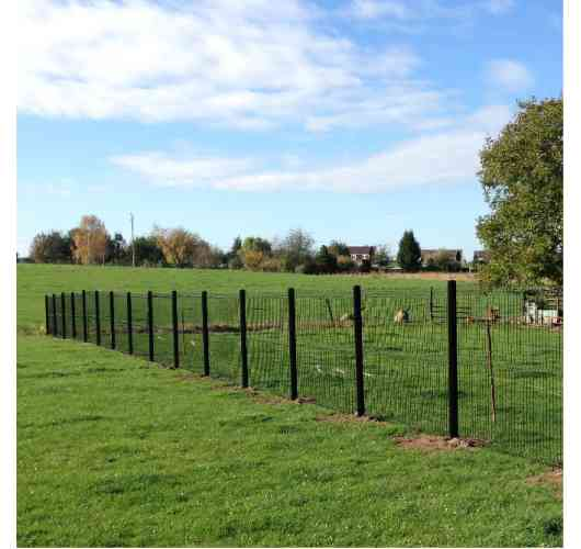 Rigid fence - Rigid fence easy and quick to install. Suitable for all types of terrain. 10 years warranty. French creation. 3 colors available: RAL7016 anthracite gray, RAL9005 Black, RAL6005 Green. Matching wood composite concealment kits available. Ability to put composite substructures.
