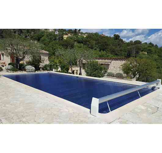 Polycarbonate slides - Polycarbonate slides allow to increase the temperature of the pool by a few degrees, compared to traditional PVC slides which only allow to keep the temperature. The polycarbonate slides are aesthetic and resistant to impact, hail and UV rays, and are available in different colours.