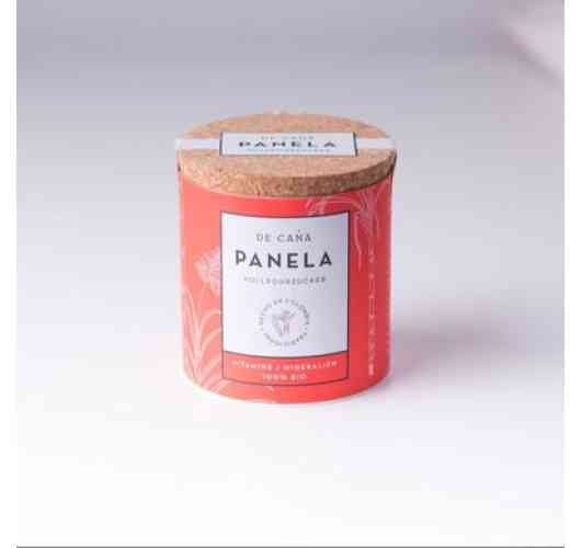 "PANELA ""AZUCARERA"" Sugar Bowl 125g - 100% sugar cane juice. Suitable for sweetening, baking and pastry. High quality natural organic whole cane sugar. Charming and practical ""Azucarera"". Sugar bowl. Natural sweet speciality with a touch of caramel."