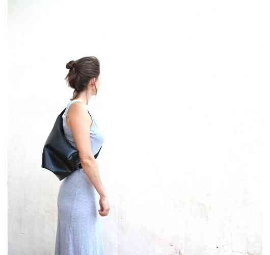 Huong bag, inner tube bag - Made by Unique reused tyre inner tube // Blue or red interior felt lining // Water resistant // 2 ways to wear the bag // Weight : 500 gram approx // Dimensions (centimetre): Width: 38 / Height: 30 / Depth: 7 // 1 organizer with zipper // Eco friendly wash //