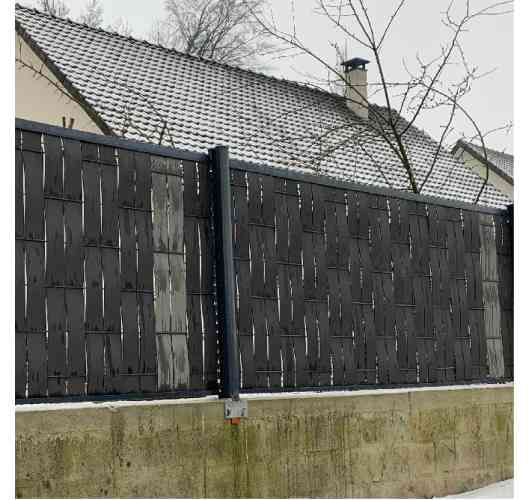 Rigid fence 3MX - Rigid fence easy and quick to install. Suitable for all types of terrain. Concept and unique design on the market with panels of 3 meters long, a 6 millimeters wire and a mesh of 200x100 millimeters. French creation, 10 years warranty. Available in RAL7016 anthracite gray and RAL9005 Black. Matching wood composite concealment kits available. Ability to put composite substructures.