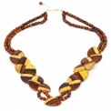 Two-tone wooden jewelry - <p>Natural fusion of mahogany and mulberry woods</p> <p>The contrasting shades of mahogany and mulberry wood blend subtly. A beautiful collection in two tones.</p> <p>The brightness of a gleaming two-tone jewelery collection</p>