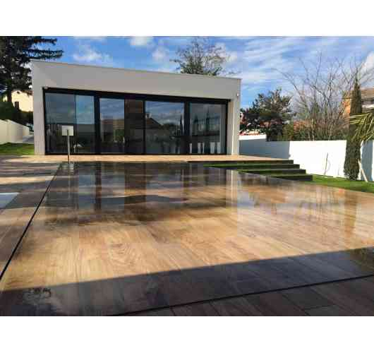 Movable Floor Pooldeck - The Pooldeck Movable Floor is a fully automated removable platform that slides vertically along the pool and is positioned at the desired location. It thus offers an infinite number of possibilities for the pool.