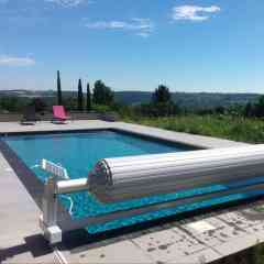 Pool Shutter Slide & Roll - The above-ground pool cover is fixed in height, at the edge of the pool, on the curbstone. It is particularly suitable for covering rectangular shaped pools, although Azenco shutters fit most pool shapes. Moreover, we are able to make all our shutters to measure. This above-ground fixed pool cover brings serenity, aesthetics and remains very easy to handle. Its size is really minimal. It is the perfect solution for all those who wish to protect their pool while also reducing the space occupied around the pool and the investment cost. The above-ground roller shutter is very easy to use. It opens and closes at your convenience, without any effort, all with a single turn of the key. As an option, we offer you the polycarbonate slatted shutter.
